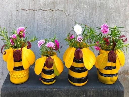 Cách làm chậu hoa con ong từ vật liệu phế thải