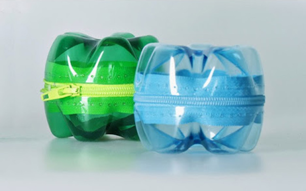 Đáy chai nhựa có thể sử dụng để làm túi đựng gôm tẩy, gọt bút chì